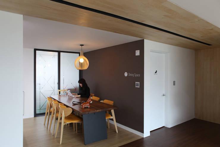 Hongeun-dong apartment unit remodeling: designband YOAP의  다이닝 룸