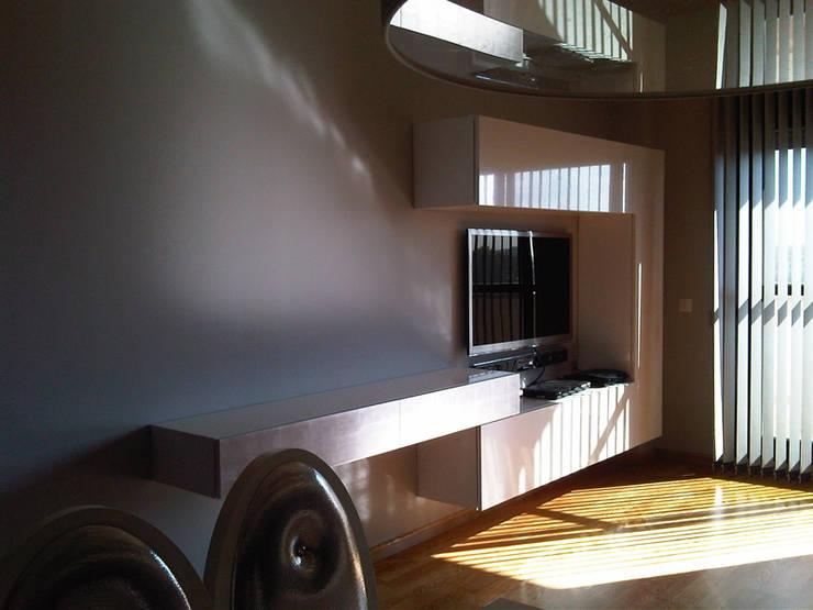 Salones modernos con espejos: Salones de estilo  de AZD Diseño Interior