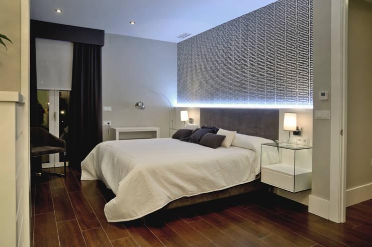 VIVIENDA PARTICULAR -2: Dormitorios de estilo  de SENZA ESPACIOS