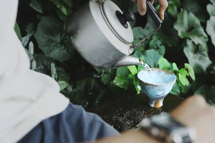 水のうつわ: 庚申窯-Koshin-kiln-が手掛けたキッチンです。,