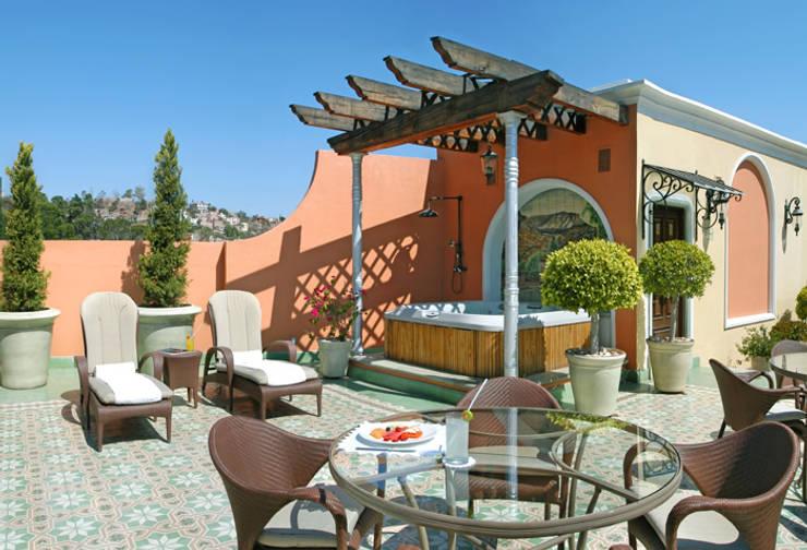 Hoteles de estilo  por Mosaics Torra