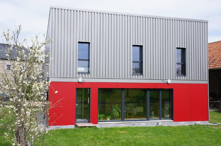 Maison Passive F.: Maisons de style  par GF ARCHITECTURE