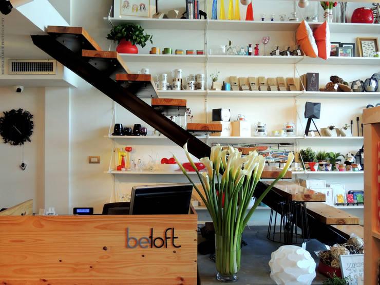 Area exhibicion y caja: Tiendas y espacios comerciales de estilo  por RL+N Arquitectura