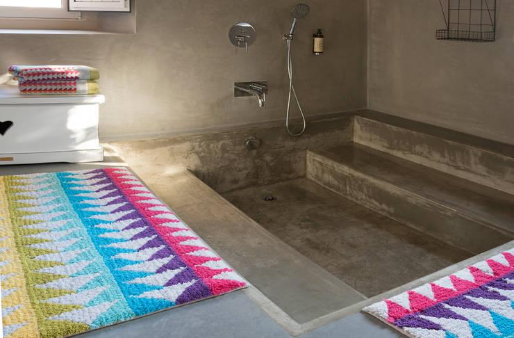 Sorema - Bath Fashion: 2016 new coordinated products: Casa de banho  por Sorema