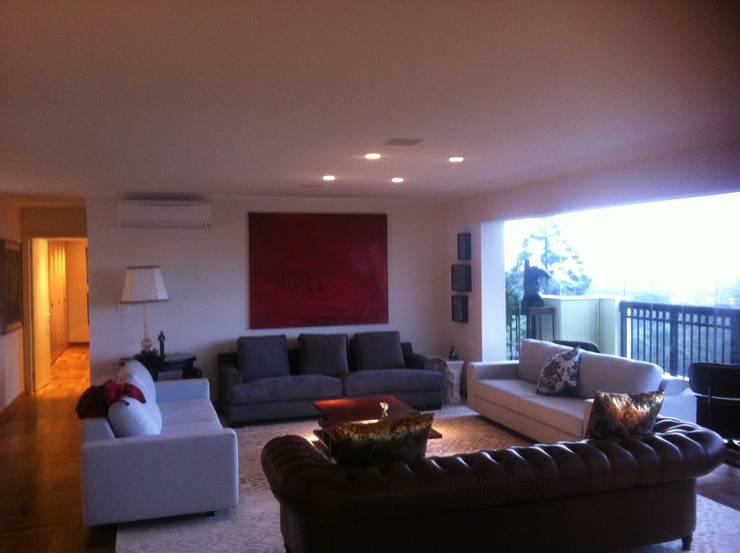 Apartamento Morumbi - Living: Salas de estar  por Audiohome