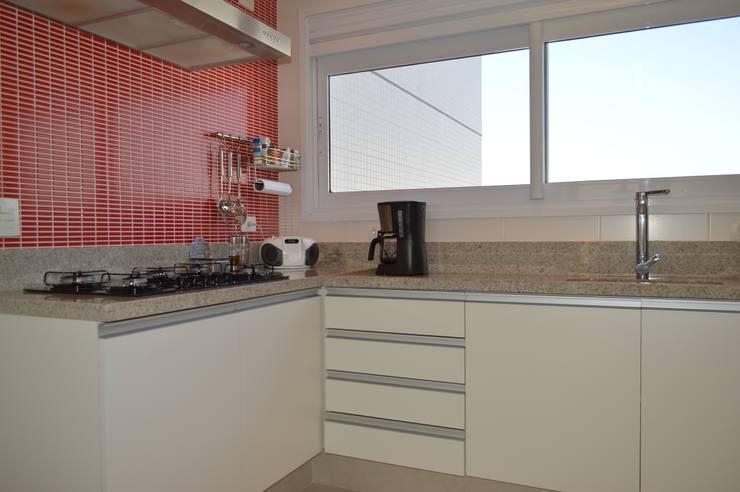 Apartamento Vila Leopoldina 180m²: Cozinhas  por Fabiana Rosello Arquitetura e Interiores,
