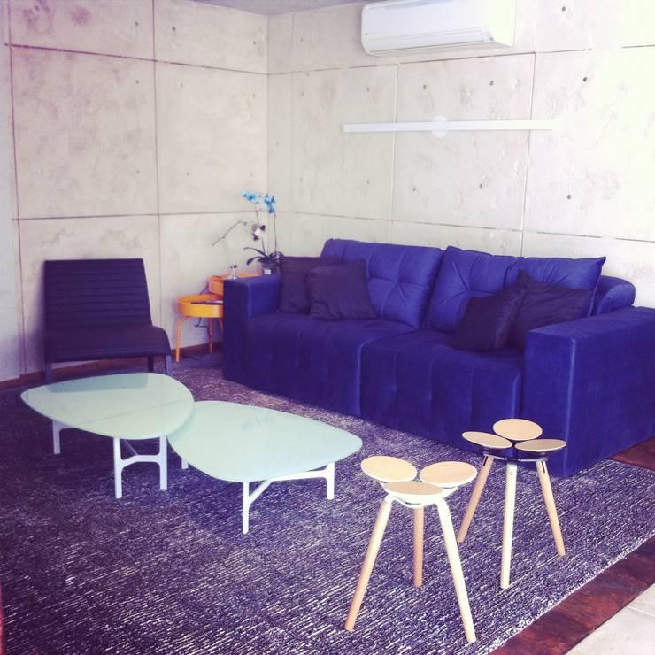 Cobertura Duplex Santana 290m²: Salas de estar  por Fabiana Rosello Arquitetura e Interiores
