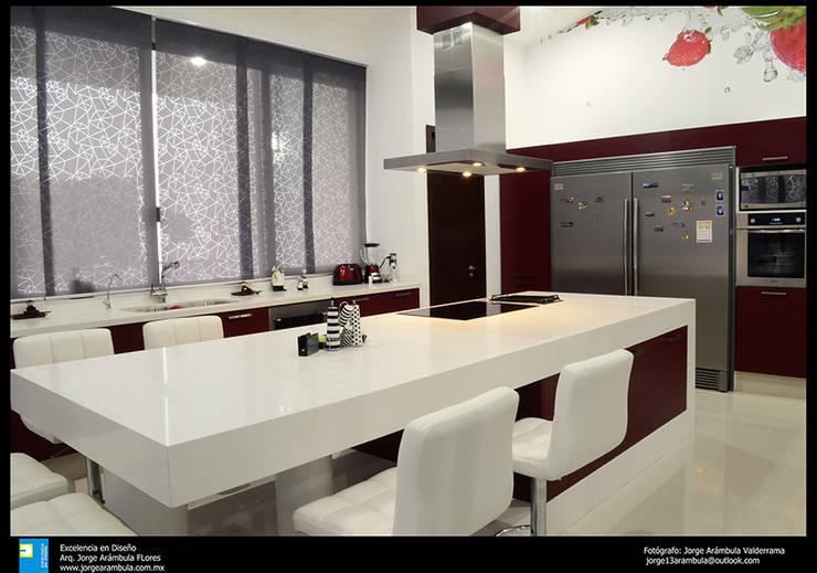 la cocina: Cocinas de estilo moderno por Excelencia en Diseño