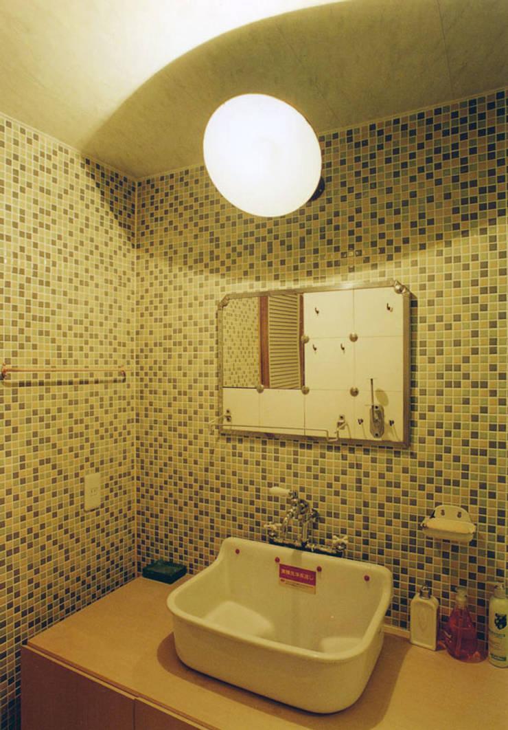 住宅01: SMART413/末永寛人が手掛けた浴室です。