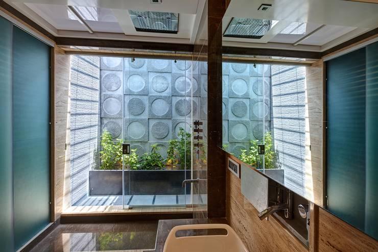 Apartment at Tirupur:  Bathroom by Cubism