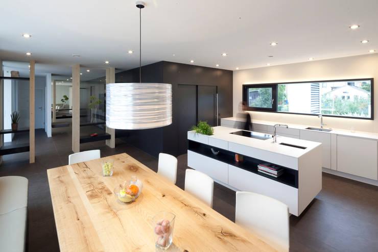 Bungalow R. in Stoob/Burgenland - Wohnküche:  Küche von PASCHINGER ARCHITEKTEN ZT KG