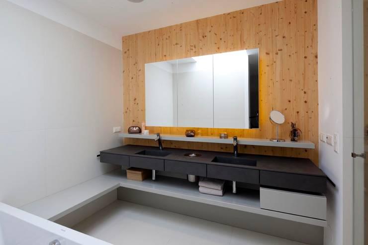 Projekty,  Łazienka zaprojektowane przez PASCHINGER ARCHITEKTEN ZT KG