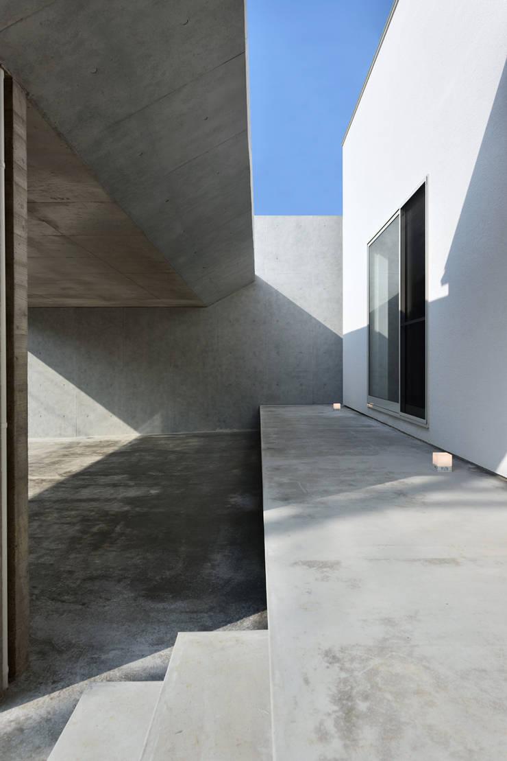 Casas de estilo ecléctico de Egawa Architectural Studio Ecléctico