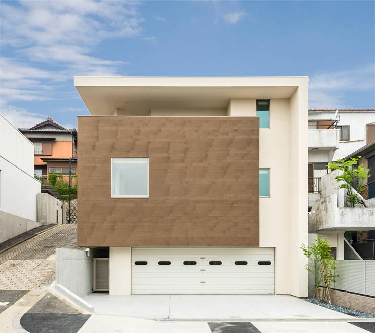 傾斜地に建つ家: Egawa Architectural Studioが手掛けた家です。,