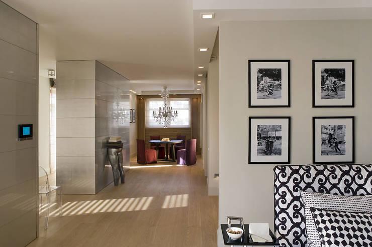 Widok mieszkania: styl , w kategorii Salon zaprojektowany przez Intelidom Group Sp. z o.o.,