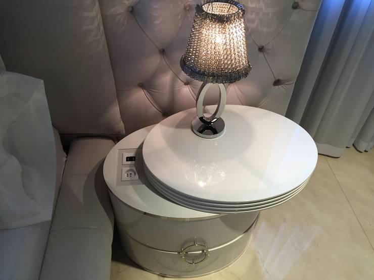 Elegancka szafka na zamówienie: styl , w kategorii Sypialnia zaprojektowany przez Intelidom Group Sp. z o.o.,