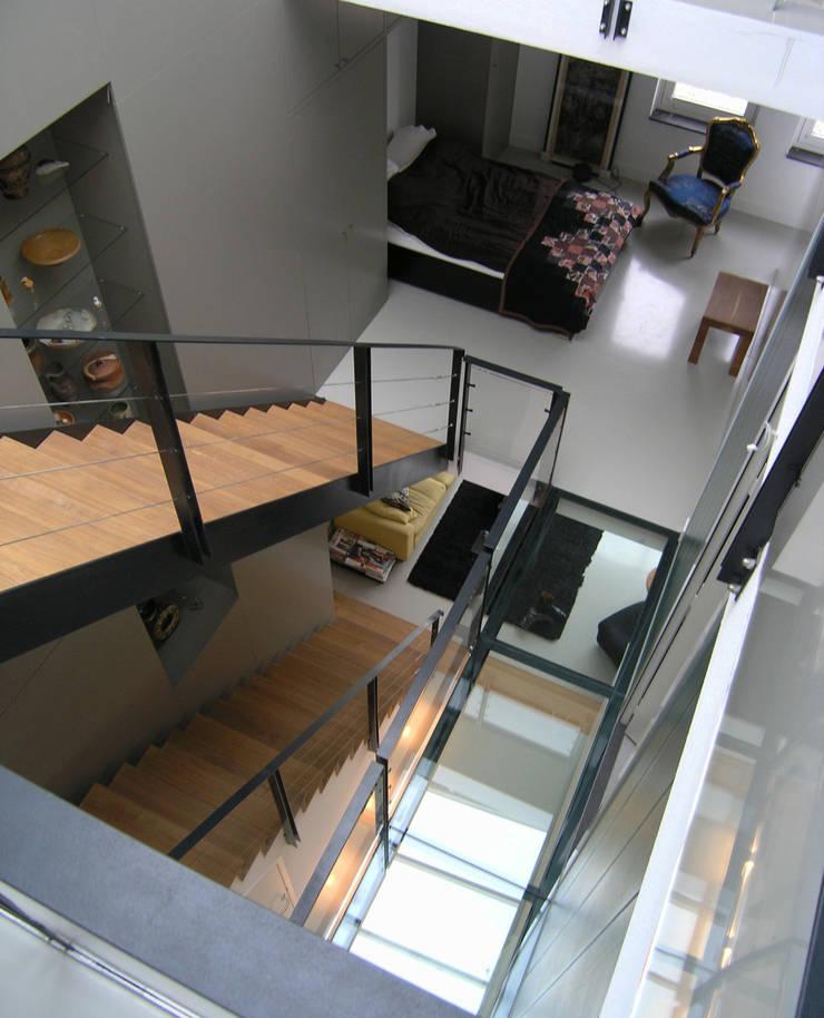 Interieur moderne stadsvilla Amsterdam:  Gang en hal door Villa Delphia