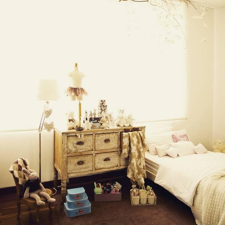 Decoración de Interiores: Habitaciones de estilo  por solrodriguez75