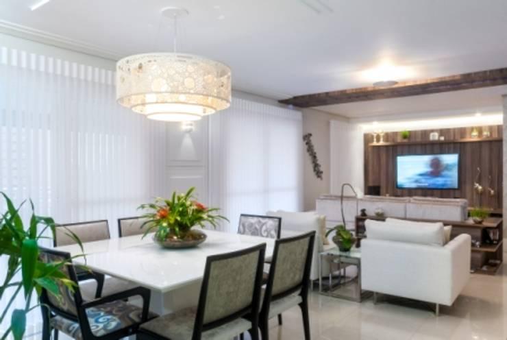 Sala de jantar e estar: Salas de jantar  por Nilda Merici Interior Design