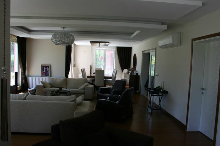 VRLWORKS – Soner Kaya Villası: modern tarz Oturma Odası