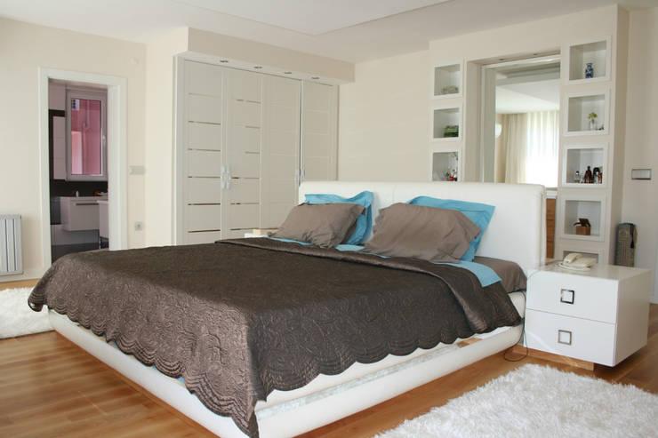 VRLWORKS – Soner Kaya Villası: modern tarz Yatak Odası