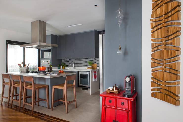 Cozinha 03.:   por Lembi Arquitetura