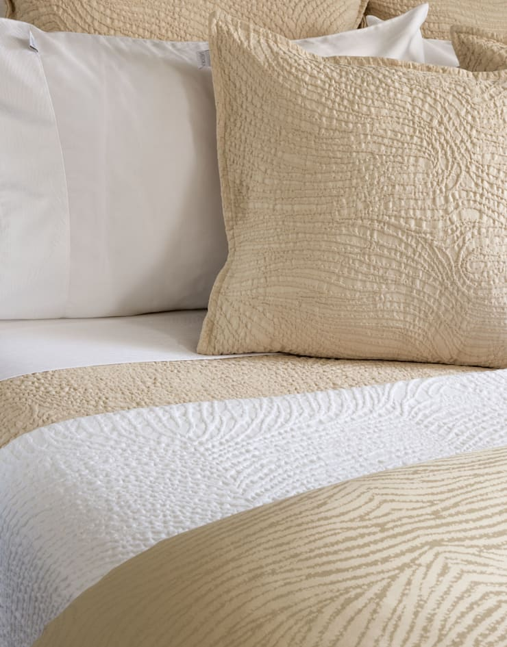 Isadora Paris Luxury Bed Linen -  Savanne: Quarto  por Isadora Paris