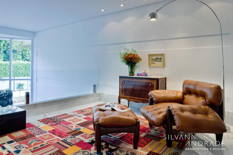 CASA DAS ARTES: Corredores e halls de entrada  por silvana albuquerque arquitetura e design