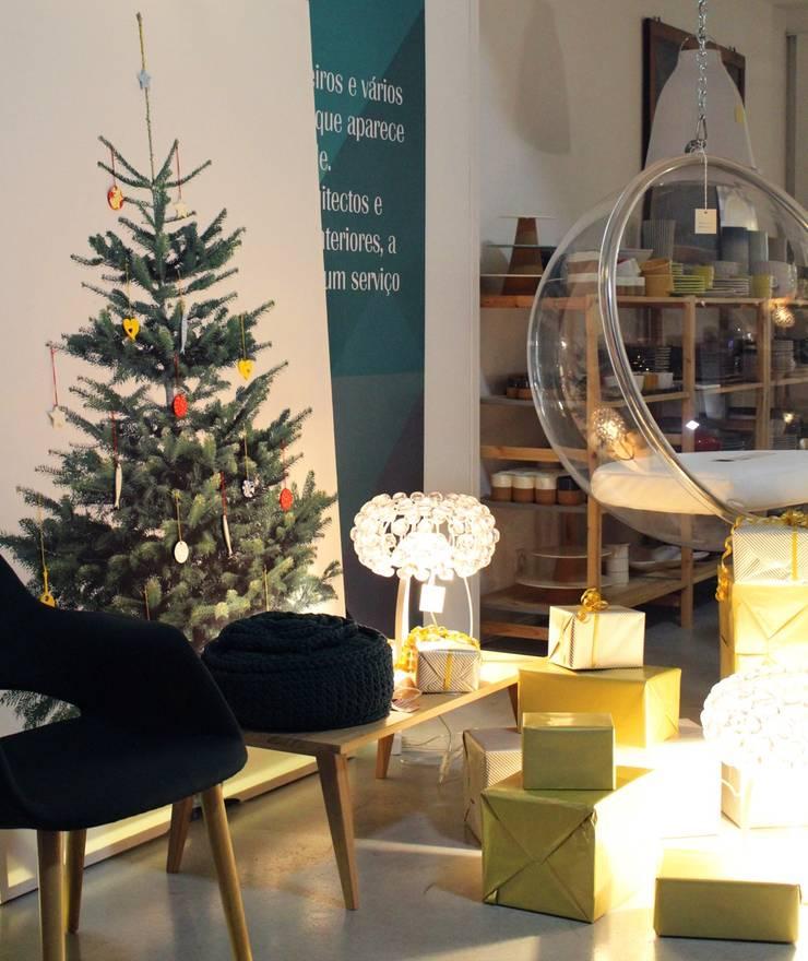 Natal: Casa  por Entre Led e Design