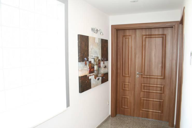 Puertas y ventanas de estilo  por Vizyon mimarlık ve Dekorasyon