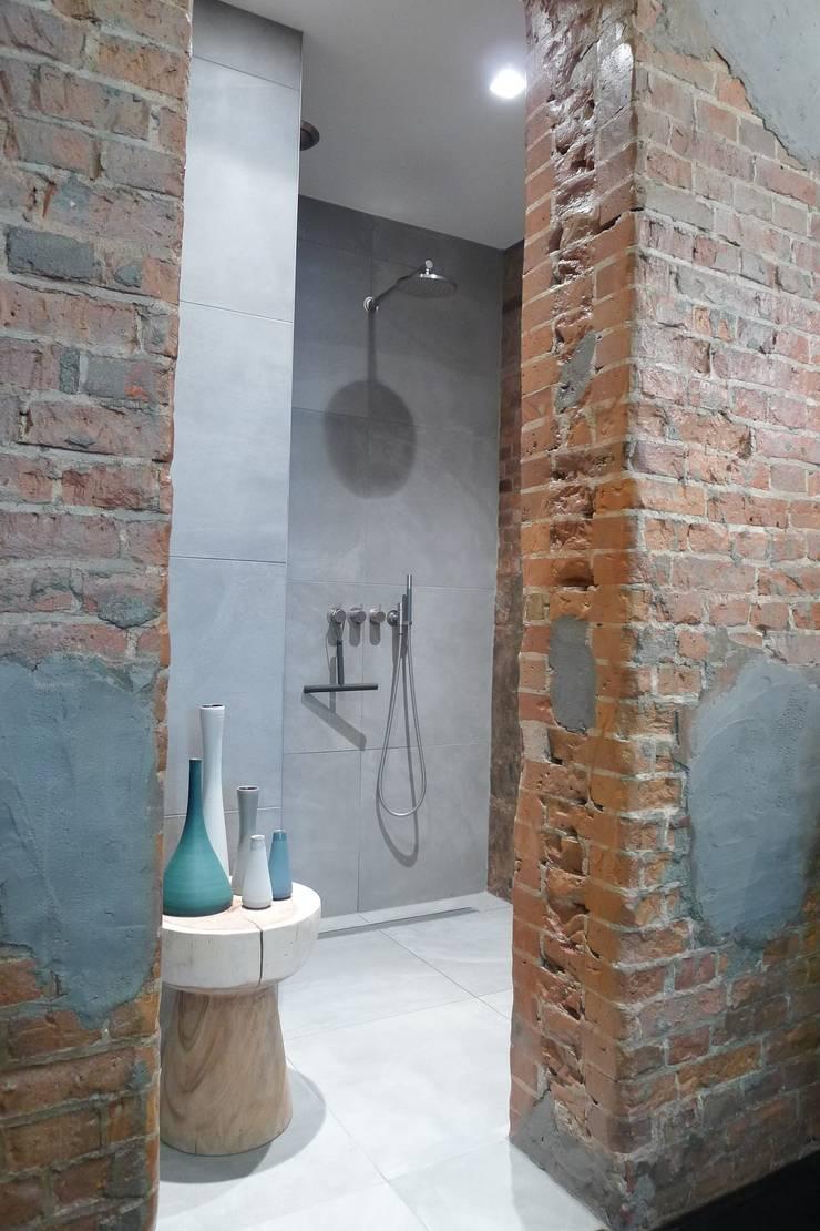 Special Bathroom Amsterdam, The Netherlands:  Badkamer door Baden Baden Interior, Modern
