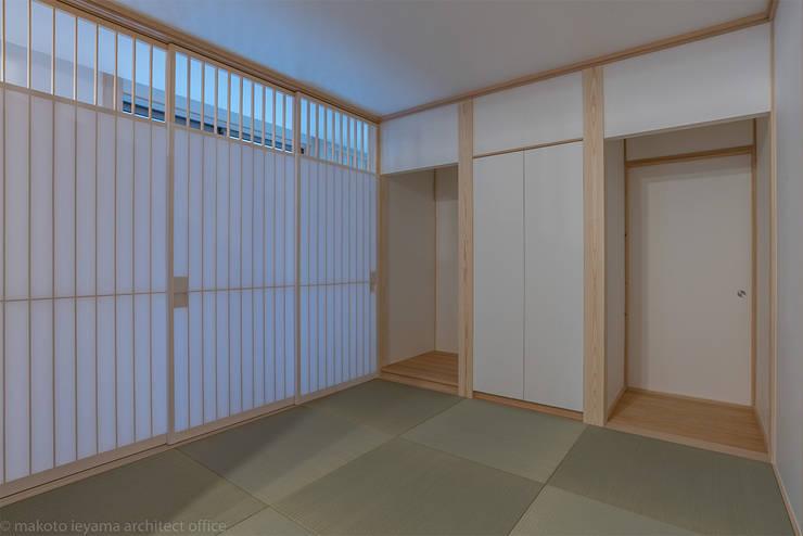 minimalistic Living room by 家山真建築研究室 Makoto Ieyama Architect Office