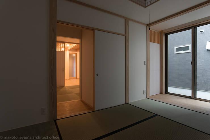 Bedroom by 家山真建築研究室 Makoto Ieyama Architect Office