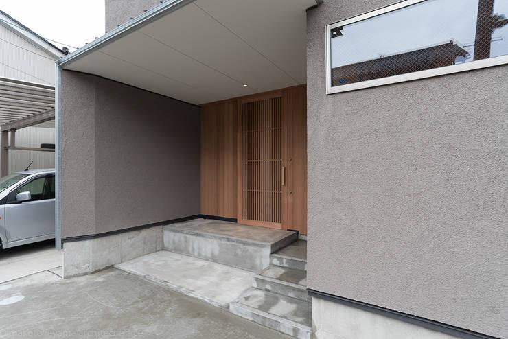 Коридор и прихожая в . Автор – 家山真建築研究室 Makoto Ieyama Architect Office, Минимализм