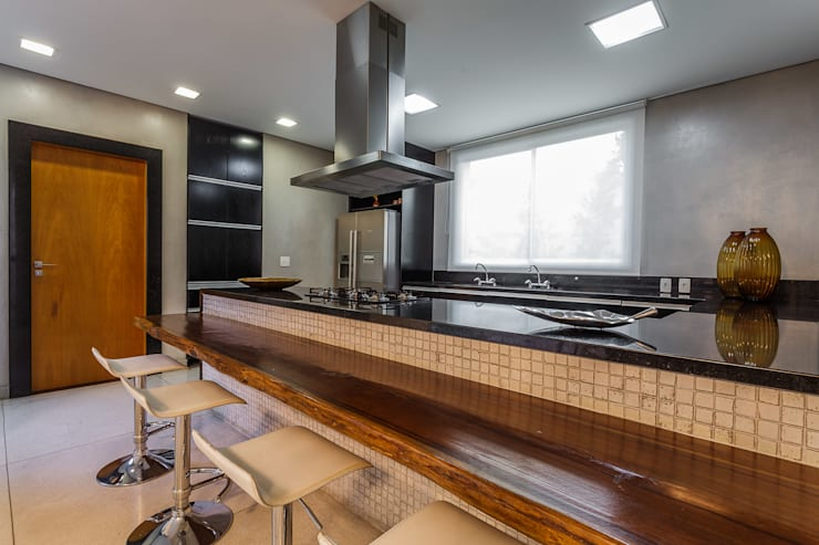 Cozinha - Casa no Bandeirantes: Cozinhas  por A3 Arquitetura e Interiores,