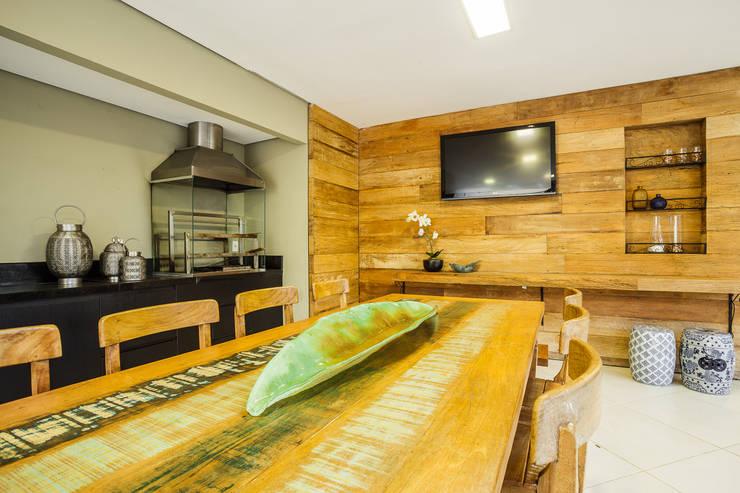 Espaço Gourmet - Casa no Bandeirantes: Cozinhas  por A3 Arquitetura e Interiores,