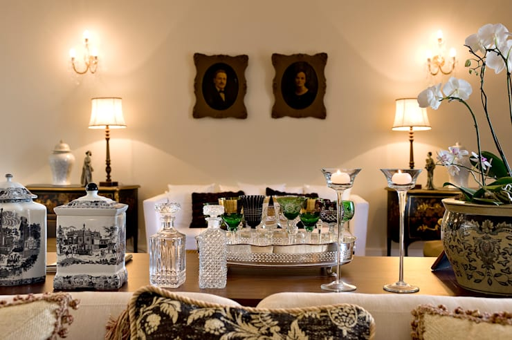 Two Design: klasik tarz tarz Oturma Odası