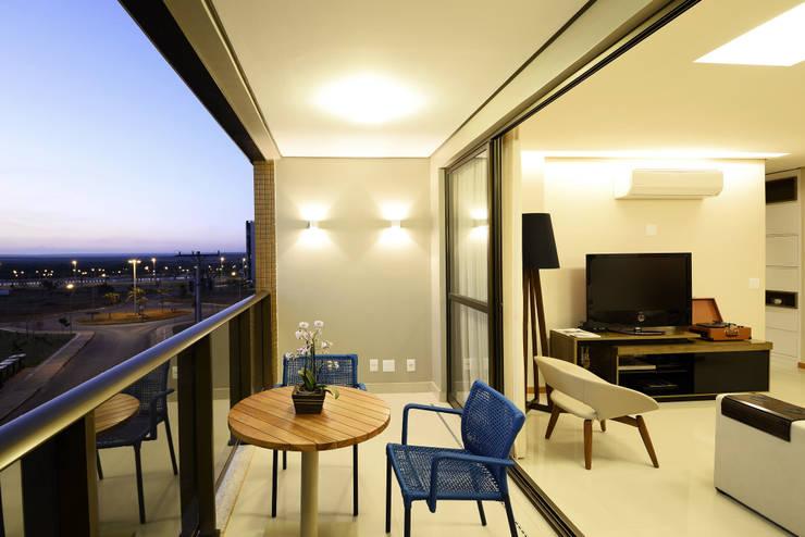 AP WG: Terraços  por BORA Arquitetos Associados,Moderno