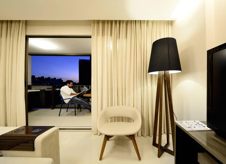 AP WG: Salas de estar  por BORA Arquitetos Associados,Moderno