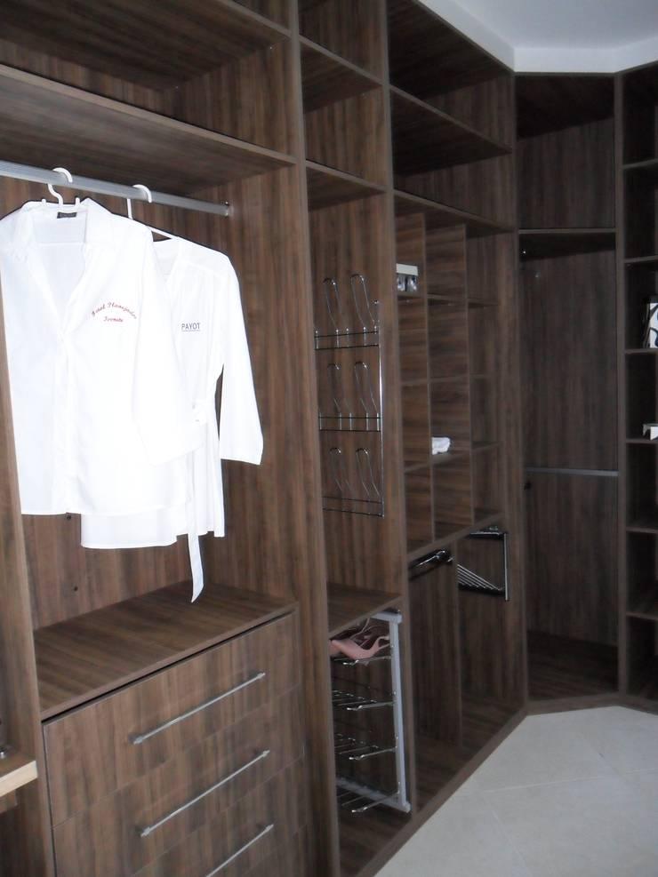 Closet: Lojas e imóveis comerciais  por Total Planejados