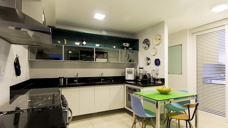 Residência T|R: Cozinhas  por VZ Arquitetas