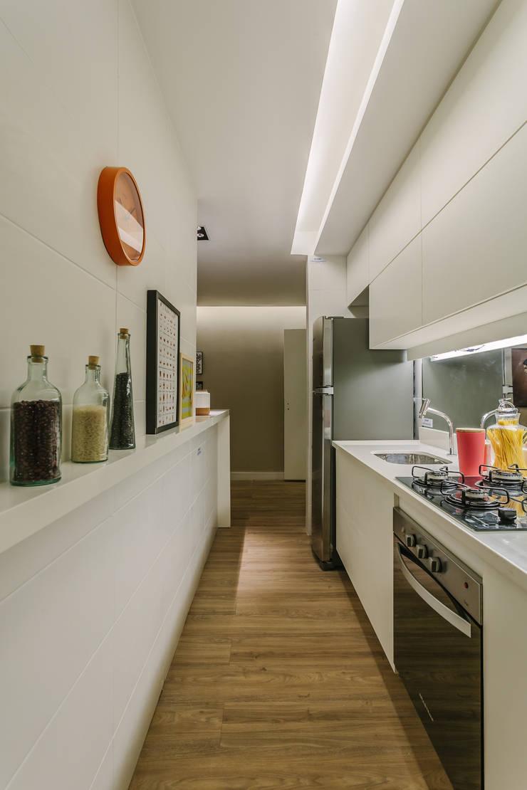 P. HOUSE: Cozinhas  por STUDIO LN