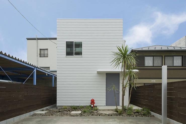 moderne Häuser von 浦瀬建築設計事務所