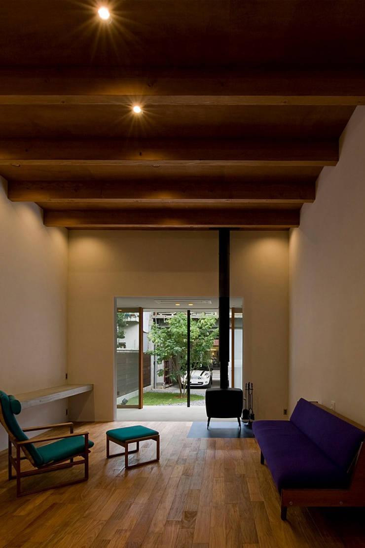 北方の家: 浦瀬建築設計事務所が手掛けたリビングです。,オリジナル