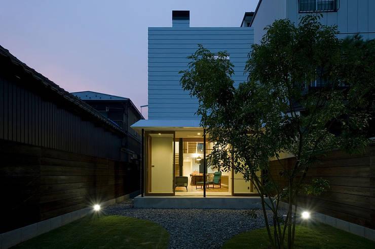 Casas modernas por 浦瀬建築設計事務所