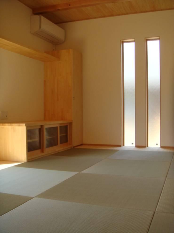 五條の家Ⅱ: 株式会社 atelier waonが手掛けたリビングです。,モダン