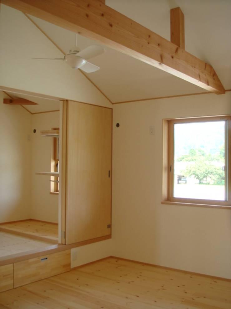 五條の家Ⅱ: 株式会社 atelier waonが手掛けた寝室です。,モダン