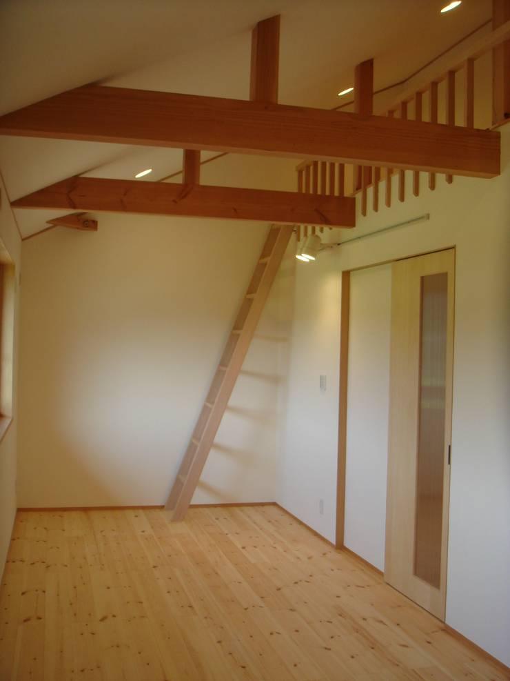 五條の家Ⅱ: 株式会社 atelier waonが手掛けた子供部屋です。,モダン