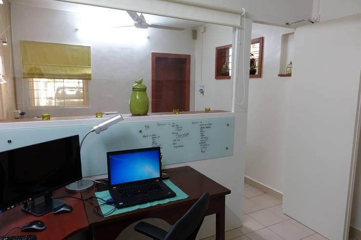 ARTis Design Studio:  Study/office by ARTis Interior Design