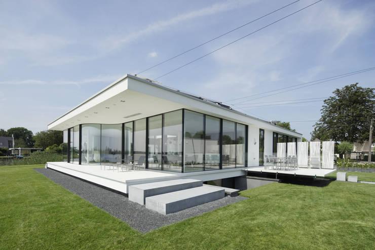 Achtergevel:  Huizen door Lab32 architecten, Modern
